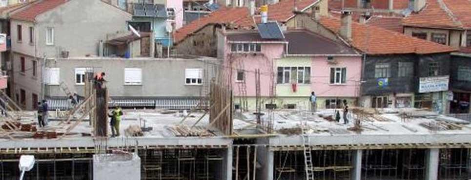 Sandıklı meydan inşaatı sürüyor