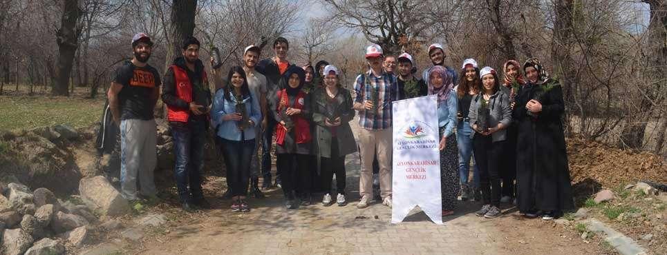 Gençler Sarık köyüne ağaç dikti