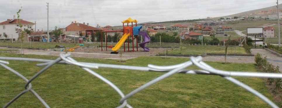 Hacı Nuri Sarı Parkı yeni oyuncaklara kavuştu