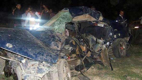 Çay'da otomobille minibüs çarpıştı: 4 ölü, 3 yaralı