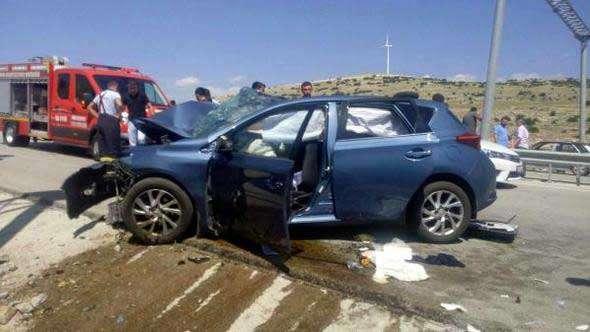 Otomobil beton bariyere çarptı: 1 ölü, 5 yaralı