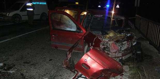 Otomobille minibüs çarpıştı: 1 ölü, 8 yaralı