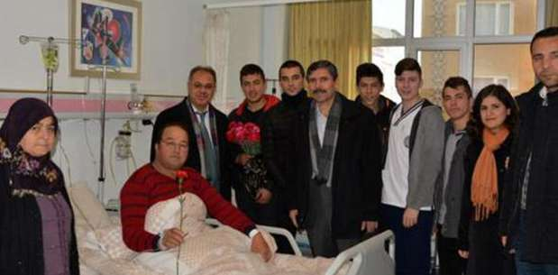 Öğrencilerden hastalara ziyaret