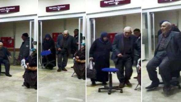 Tekerlekli sandalye olmayınca, döner koltukla hastasını taşıdı