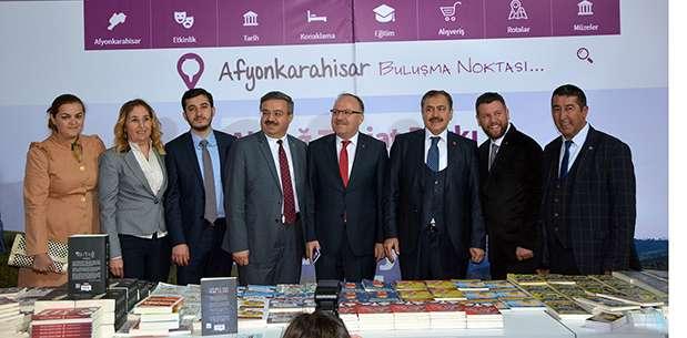 Bakan Eroğlu kitap fuarına katıldı