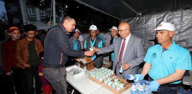 Başkan Çoban ilk orucunu iftar çadırında açtı