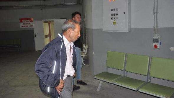 Afyonkarahisar'da yolcu otobüsü, refüjdeki kanala devrildi: 7 ölü, 28 yaralı (2) – Yeniden