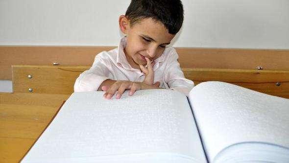 Kabartma harfler ve işaret diliyle Kuran öğrendiler