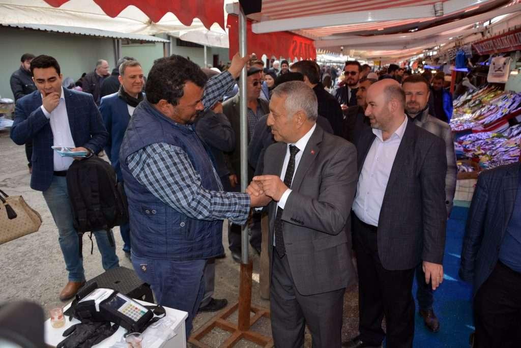 Zeybek pazar esnafını ziyaret etti