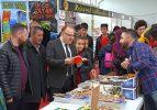 Vali Mustafa Tutulmaz Kitap Fuarı'nı ziyaret etti