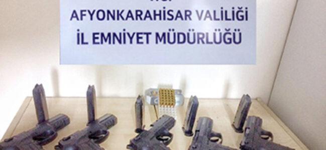 Sinanpaşa'da silah ticareti