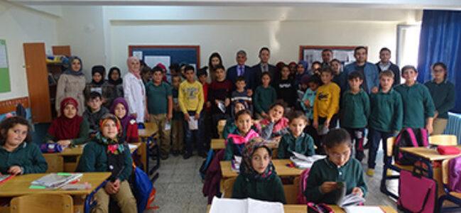 Başkan Erol öğrencilere Kızılören'in tarihini aşılıyor