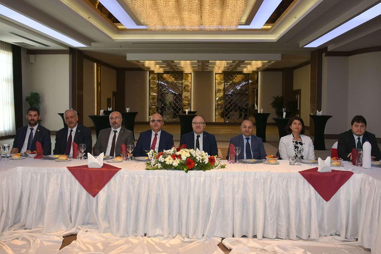 Vali Mustafa Tutulmaz İl Genel Meclisi Üyeleri İle Yemekte Buluştu