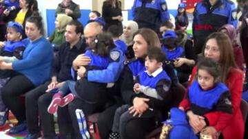 Adana polisinden engelli çocuklara anlamlı ziyaret