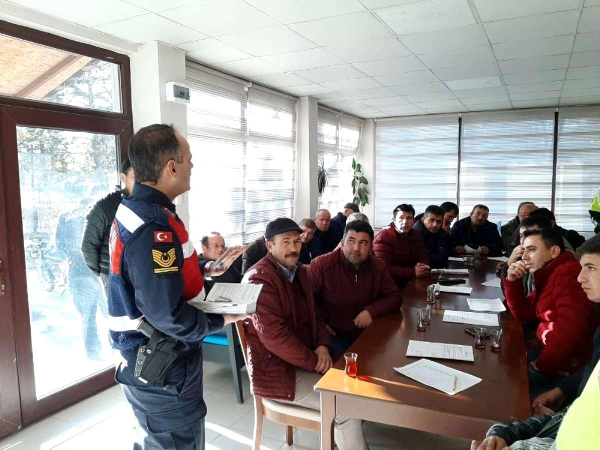 Jandarma ve polisten yolcu ve öğrenci servis sürücülerine eğitim semineri