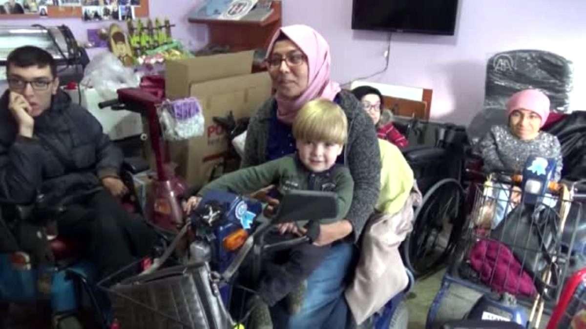 Mavi kapaklarla engelli çocuğa tekerlekli sandalye aldılar – AFYONKARAHİSAR