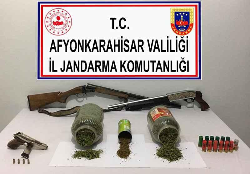 Dazkırı'da Uyuşturucu evine baskın