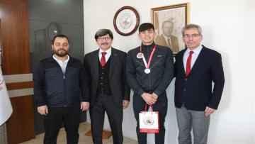 Türkiye 3.'sü olan Emin Ölmez'den Yalçın'a ziyaret