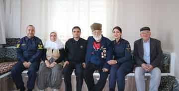Jandarma şehit ailelerini ziyaret ediyor