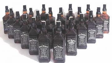Afyon'da kaçak alkol satıcısına operasyon