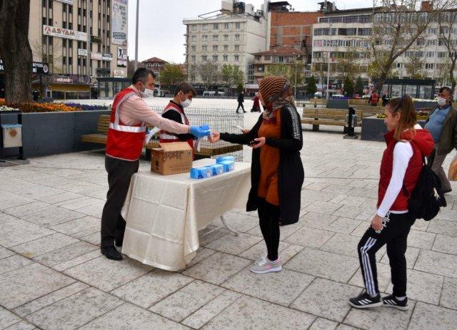 Afyonkarahisar'da 200 bin maske dağıtıldı