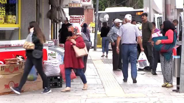 Gençler Ramazan Bayramı öncesinde sokakları doldurdu