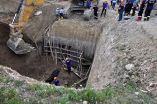 Göçük altında kalan 70 yaşındaki işçi hayatını kaybetti
