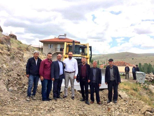 Şuhut'ta köy yollarında çalışmalar sürüyor