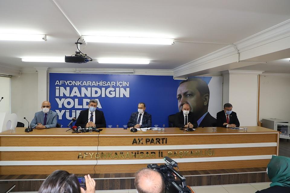 Başkan Sezen, milletvekilleri ile gündemi değerlendirdi