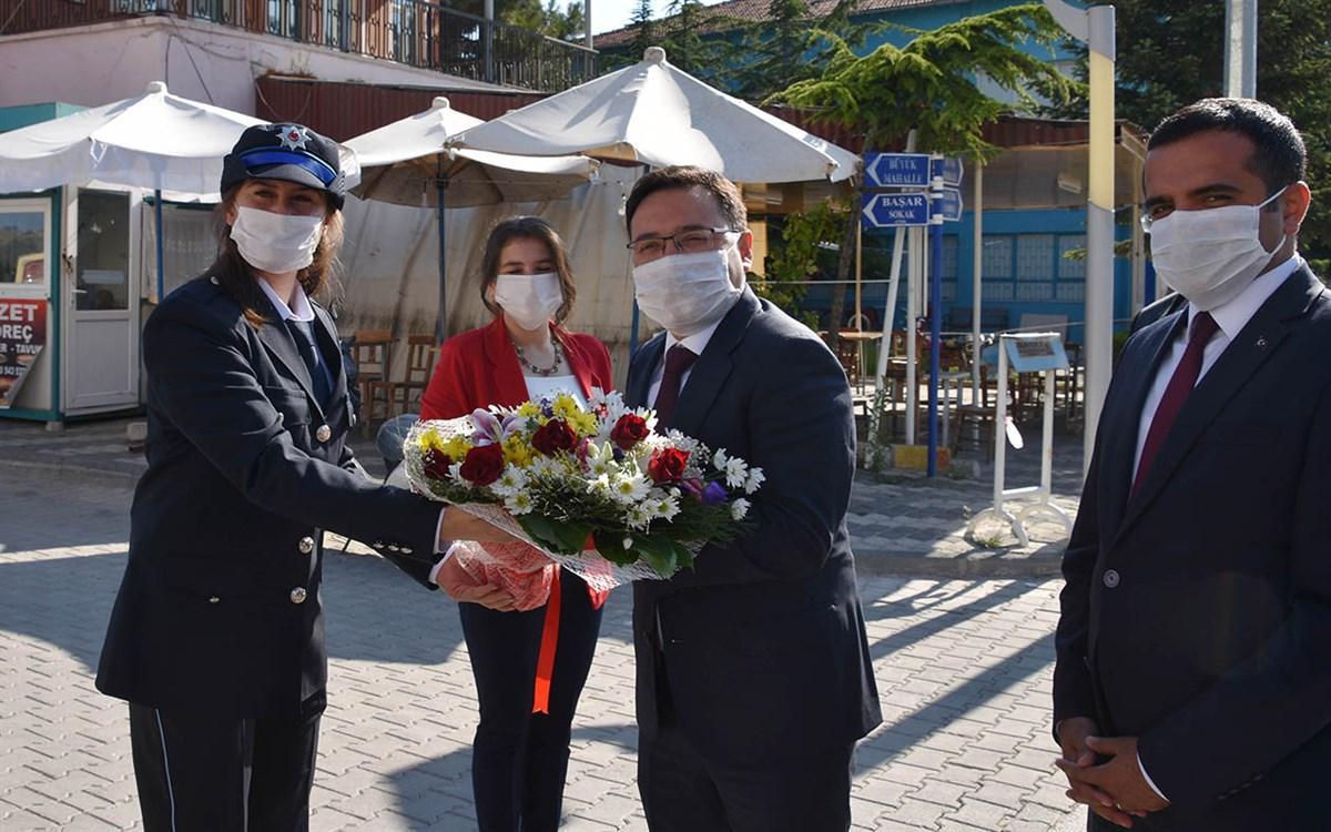 Vali Gökmen Çiçek Kilim Diyarı Bayat İlçesini Ziyaret etti