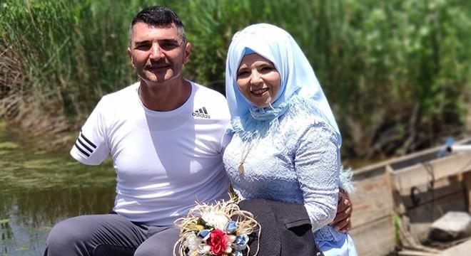Eşini ekmek teknesinde gezdirdi