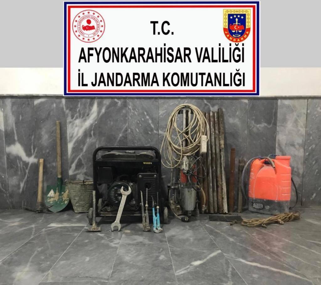 Afyon'da kaçak kazı yapanlar yakalandı