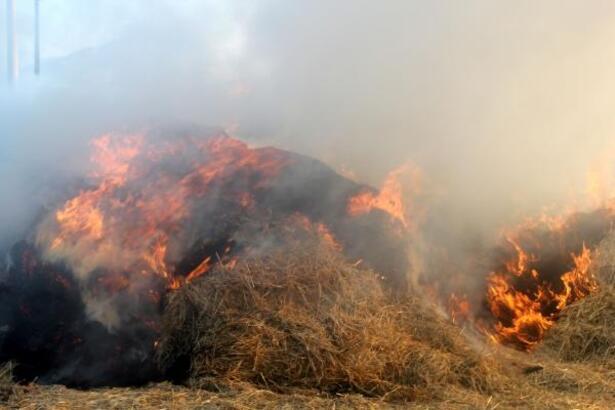 Bolvadin'de saman balyaları yandı