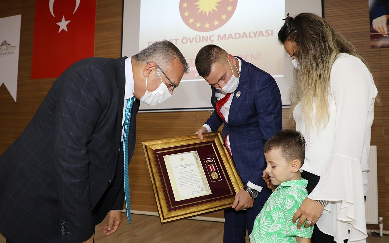 Devlet Övünç Madalyaları ve Beratları Şehit Yakınları ve Gazilere Takdim Edildi