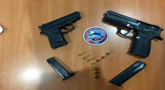 Şüphe üzerine durdurulan 3 kişide silah ve uyuşturucu madde çıktı